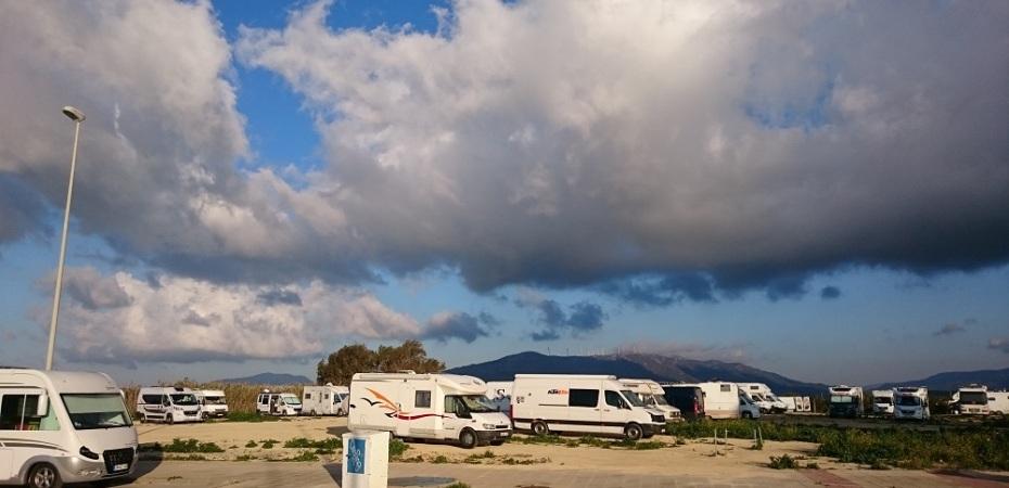 Aparcar tu caravana ilegalmente en plena naturaleza en Tarifa