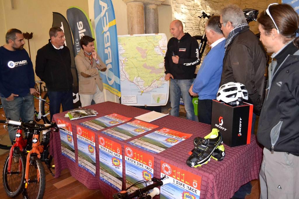 Presentación Tarifa Bike Race en la Iglesia de Santa Maria