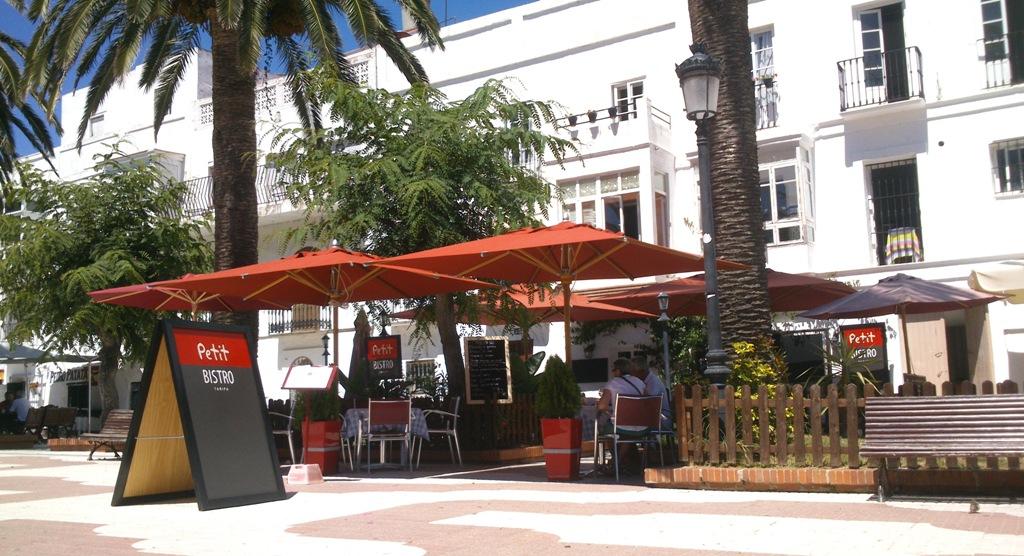 La Terraza agredable del Restaurante Petit Bistro