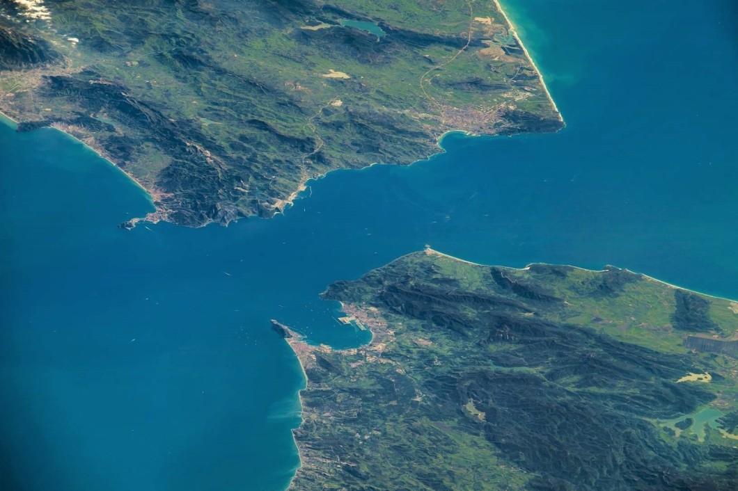 Efecto 180 grados Foto El Estrecho de Gibraltar 3 de mayo 2016 NASA Astronaut Jeff Williams