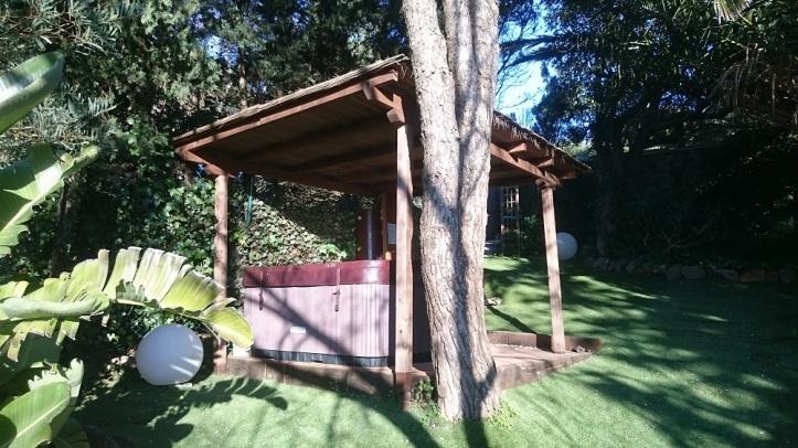 Jacuzzi al aire libre para 6 personas en Villa Rural NEPAL
