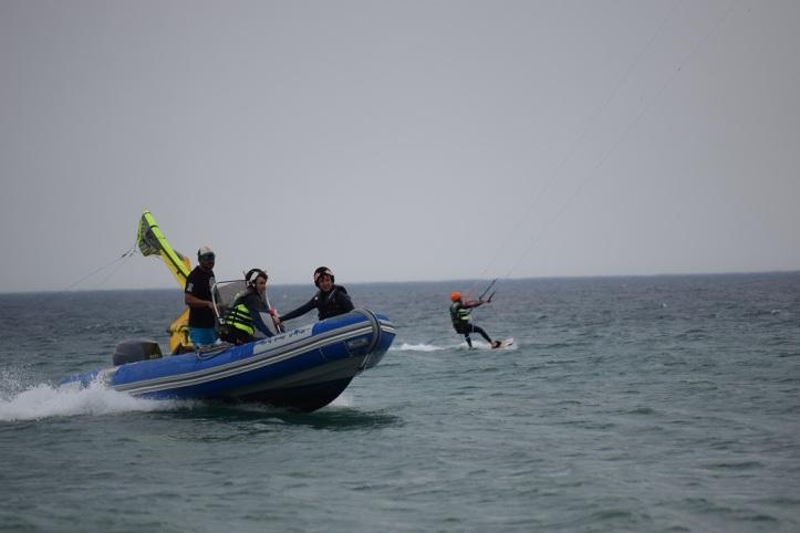 Clases de kitesurf con servicio de rescate