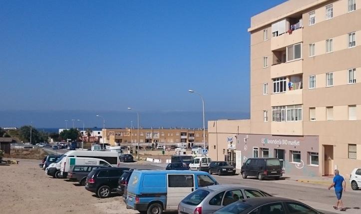 Eco Lavandería al lado del aparcamiento de auto caravanas