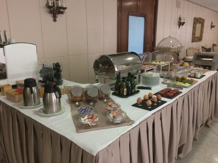Hotel Mir Octavio desayuno buffet