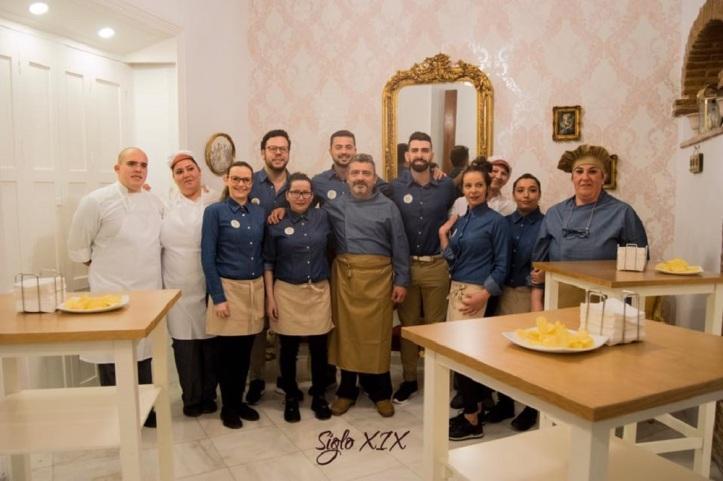 Chef Miguel Mesa Blanco y su equipo de profesionales, A su servicio