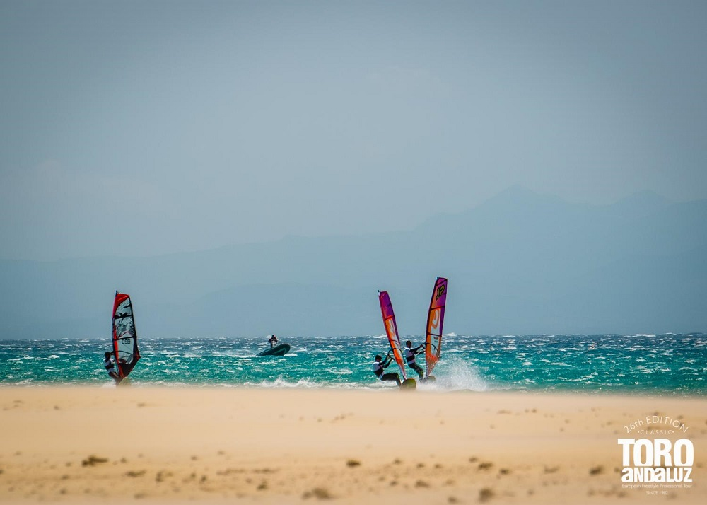 Travesía la bahía de Tarifa windsurfing