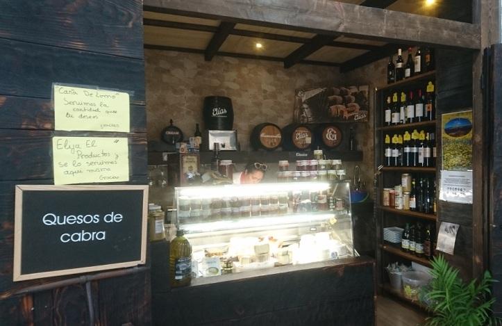 Venta Quesería Cañada del Patriarca en el mercado de abastos de Tarifa