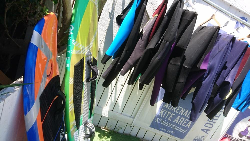 Alquiler material de surf y trajes neopreno