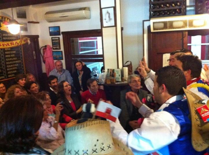 simpre fiesta en el varadero tapas bar en Tarifa.jpg