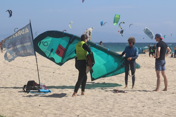 Instructor de Kitesurf en la playa de Tarifa